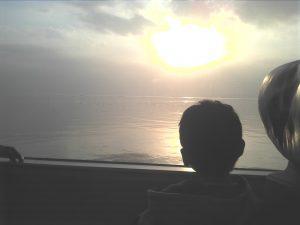 有明海から望む朝日。