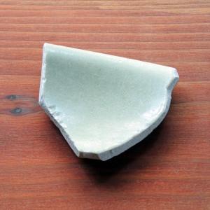 宋の青磁と思われる陶片。