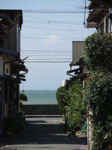 花祭窯から津屋崎浜を臨む。