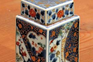 藤吉憲典の金襴手角瓶(小壺)