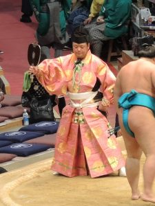 大相撲九州場所、行事さん。