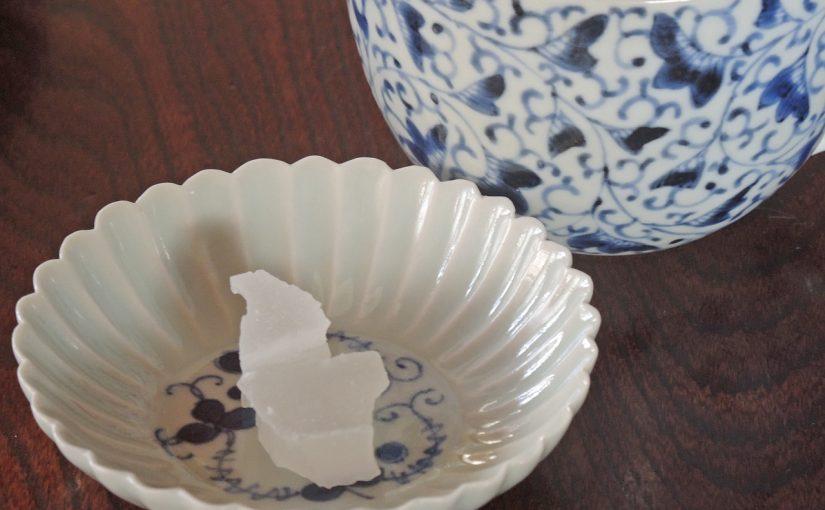 八月のお干菓子「沖ノ島の波しぶき」。