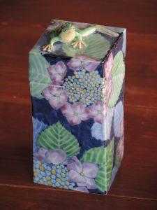 藤吉憲典、カエルと紫陽花の陶箱