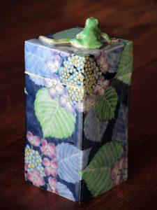 染錦蛙と紫陽花陶箱 藤吉憲典