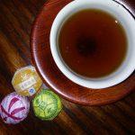 中国茶をぐい呑みで。