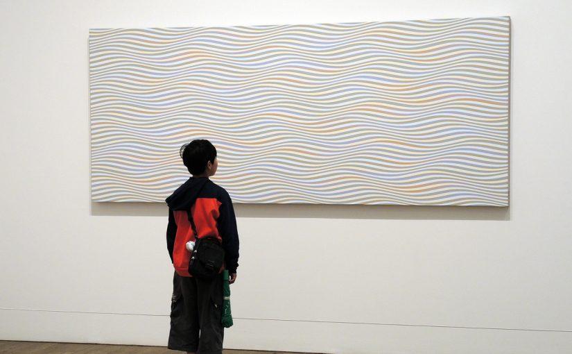 アートギャラリーでの対話型美術鑑賞プログラム。