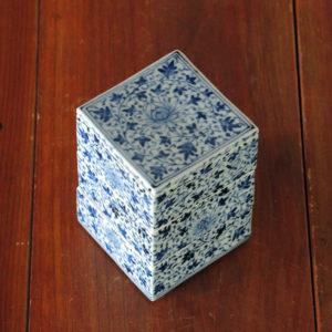 藤吉憲典の器:染付牡丹唐草文三段重箱