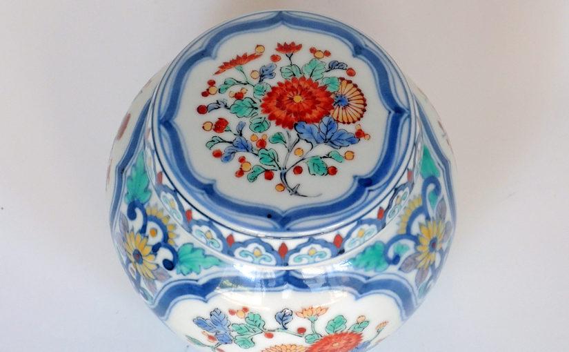 肥前磁器の美:藤吉憲典の器「染錦柿右衛門調小壺」