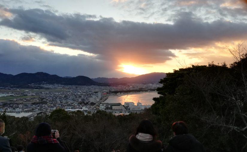 大峰山から。津屋崎浜に映る初日の出。